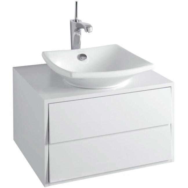 Escale 60 подвесная Белый лакМебель для ванной<br>Подвесная тумба под раковину Jacob Delafon Escale 60 EB761-G1C.<br><br><br>Тумба коллекции Escale выполнена в дерзком и одновременно элегантном стиле, сочетает в себе мягкость и характер. Мебель этой серии отлично впишется в интерьер ванной комнаты в современном дизайне.<br><br><br><br>Габариты изделия: 60x35,7x51,5 см.<br>1 плавно закрывающийся выдвижной ящик вверху.<br>        2 органайзера из пеноматериала.<br>        1 плавно закрывающийся выдвижной ящик внизу.<br>         1 органайзер с внутренней дверцей.<br>Отверстие под смеситель.<br>Материал корпуса: влагостойкая ЛДСП.<br>Материал фасада: влагостойкая МДФ.<br>        Покрытие: блестящий лак (кроме верхней поверхности тумбы).<br>Монтаж настенный.<br><br><br>Объем поставки: тумба под умывальник, крепления.<br>