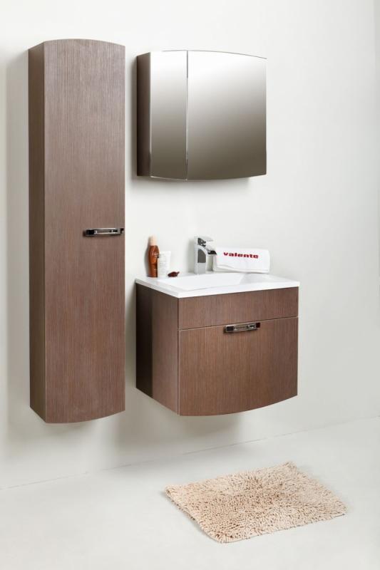 Inizio In 60 покрытие шпонМебель для ванной<br>Цена указана за тумбочку с раковиной (покрытие шпон). Тумба с раковиной представляет собой корпусную подвесную конструкцию с просторным выдвижным ящиком. Ящик снабжен австрийской шарикоподшипниковой системой выдвижения, которая обеспечивает плавное и бесшумное открывание и закрывание ящика. Раковина прямоугольной формы из прочного и долговечного искусственного камня.<br>