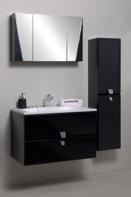 Vanto 80 покрытие металликМебель для ванной<br>Цена указана за тумбочку с раковиной (покрытие металлик). Тумба с раковиной представляет собой корпусную подвесную конструкцию с выдвижными ящиками и двумя распашными фасадами. Ящики снабжены австрийской шарикоподшипниковой системой выдвижения. Дно ящика закрыто резиновым ковриком серого цвета, который предупреждает скольжение и обеспечивает легкий уход за мебелью. Раковина прямоугольной формы из прочного и долговечного композитного материала. Постамент для смесителя необычной формы, напоминающий форму ручек.<br>Размеры: 800х450x526<br>