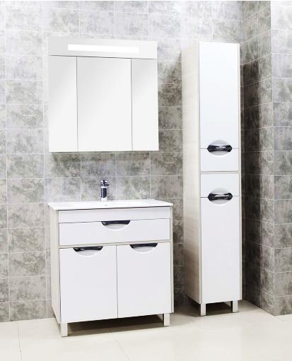 Юта 80 белая/ясень фабрикМебель для ванной<br>Тумба под раковину Акватон Юта 80 1A203301UTAV0 на двух ножках, с навесами, с двумя распашными дверцами и полкой за ними, с одним выдвижным ящиком. Корпус выполнен из ДСП, обладает повышенной влагостойкостью и сопротивляемостью износу, не выделяет вредных испарений, хорошо выдерживает воздействие бытовых химических средств, за исключением абразивных материалов и едких веществ, и жидкостей. Фасадные детали изготавливаются из МДФ с пятислойной покраской.<br>