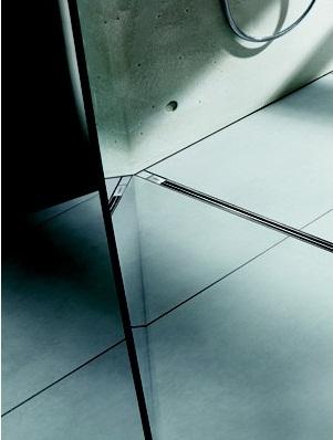 Advantix Vario 686277  С сифономДушевые трапы и лотки<br>Душевой лоток в комплекте с сифоном, боковыми заглушками и монтажными опорами. Длинна: 300-1200 мм. Материал: высококачественный пластик. Высота от 95 до 165 мм. Пропускная способность по DIN EN 274, от 0,4 л/сек. до 0,8 л/сек. Самоочищающаяся конструкция сифона. Съемным грязеуловитель. Уплотнительный фланец. Комплектующие для изоляции, для использования жидкой или рулонной изоляции.<br>