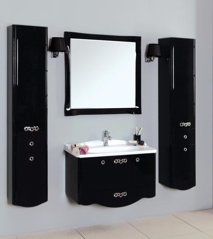 Венеция 90 черная глянцеваяМебель для ванной<br>Подвесная тумба под раковину Акватон Венеция 90 1A155601VN950 с тремя распашными дверцами и двумя полочками за ними, с одним выдвижным ящиком и изящными ручками. Петли Blum с интегрированной системой плавного закрывания. Надежные и прочные, регулируемые навесы для крепления тумбы к стене. Корпус выполнен из ДСП с ламинированным покрытием, обладает повышенной влагостойкостью и сопротивляемостью износу, не выделяет вредных испарений, хорошо выдерживает воздействие бытовых химических средств, за исключением абразивных материалов и едких веществ, и жидкостей. Фасадные детали изготавливаются из МДФ с пятислойной покраской.<br>