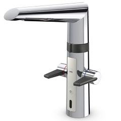 Optima 2720F ХромСмесители<br>Oras Optima 2720F электронный смеситель для кухни, с удобными рукоятками для горячей и холодной воды.<br>Бесконтактная функция, высокий поворотный излив, аэратор.<br>Расход горячей и холодной воды регулируется отдельными рукоятками. Угол поворота извива составляет 120° (заводская установка). По желанию поворот излива может быть ограничен до 60° или 80°. Для активации бесконтактной подачи воды поднесите руки к датчику. Температура воды при бесконтактной работе регулируется поворотом кольца между смесителем и изливом. Бесконтактная функция легко включается/ выключается. Смеситель оснащен грязевыми фильтрами.<br>
