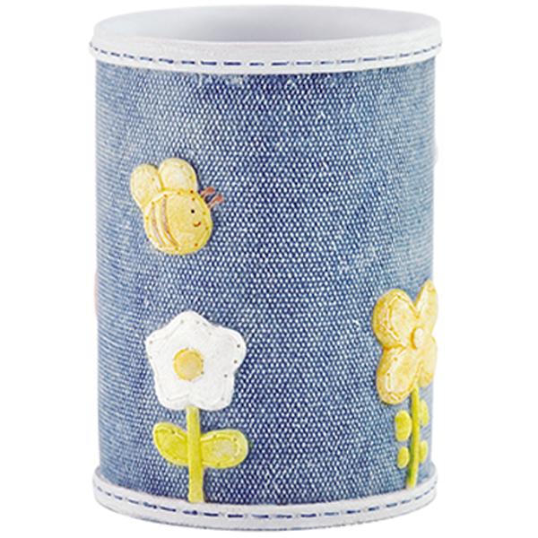 Lossa K-3428 СинийАксессуары для ванной<br>Сине-серый стакан для зубных щеток WasserKRAFT Lossa K-3428 с красочными цветами прекрасно подойдет для семьи с детьми. Аксессуар для ванной этой коллекции привнесет немного игривых деталей в ванную комнату. <br> Размер: диаметр 7,5 см, высота 10 см<br>Материал: полирезин или полистоун - это высокотехнологичный минерально-полимерный материал<br>Изделие предназначено для использования в помещениях с повышенной влажностью, а благодаря полирезину оно водонепроницаемо и устойчиво к перепадам температур.<br>Стакан отшлифован и окрашен вручную.<br>