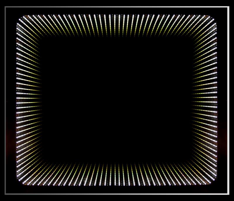 Wenecja 800x750 ЧерноеМебель для ванной<br>Dubiel Vitrum Wenecja 800x750 черное зеркало для ванной комнаты. С красивой периметральной внутренней LED подсветкой. Крепления вмонтированы с задней стороны для вертикального или горизонтального размещения зеркала. С рамой для подсветки с задней стороны зеркала.<br>