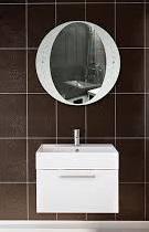 Idea М 600х600 БелоеМебель для ванной<br>Dubiel Vitrum Idea М 600х600 зеркало для ванной комнаты. С окантовкой в виде печатного изображения (прокрашенного) белого матового цвета и роскошными декоративными кристаллами.<br>