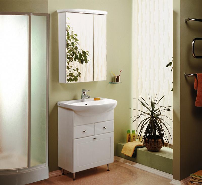 Норма 65 белая глянцеваяМебель для ванной<br>Тумба под раковину Акватон Норма 65 1A054901NO010 на четырех хромированных ножках, регулируемых по высоте, с двумя выдвижными ящиками и откидным фасадом с бельевой корзиной, с минимальной фрезеровкой правильной симметричной формы. Корпус выполнен из ДСП с ламинированным покрытием, обладает повышенной влагостойкостью и сопротивляемостью износу, не выделяет вредных испарений, хорошо выдерживает воздействие бытовых химических средств, за исключением абразивных материалов и едких веществ, и жидкостей. Фасадные детали изготавливаются из МДФ с пятислойной покраской.<br>