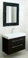 Spectum Pompea Rectangle 800х900 ЧерноеМебель для ванной<br>Dubiel Vitrum Spectum Pompea Rectangle 800х900 серебряное прямоугольное<br>зеркало для ванной комнаты. <br>В черной раме из наплавленного стекла.<br>