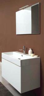 Light G103 Bianco LucidoМебель для ванной<br>Novello Light G103  набор мебели для ванной комнаты. В комплекте: тумба подвесная с керамической раковиной G103 , зеркало E370, светильник V856.  Столешница выполнена из интегрированного Кориана.<br>