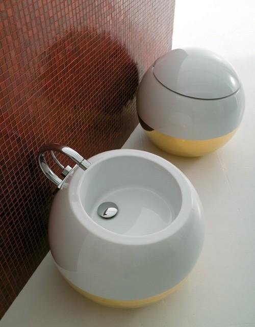 550-B-P Белый/ ЗолотоУнитазы<br>Унитаз Disegno Ceramica Sfera 550-B-P, с белой сливной трубой, с горизонтальным выходом. Бачок для унитаза и сиденье с микролифтом приобретаются отдельно.<br>