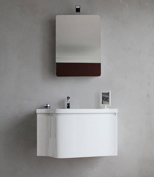 Formica 800 BB800DA/BL Bianco LucidoМебель для ванной<br>Тумба под раковину Belbagno Formica 800 BB800DA/BL, с одним выдвижным ящиком и скрытой внутренней полочкой, с доводчиками, со скрытой (фрезерованной) ручкой в плоскости фасада.<br>Зеркало BB500ERS и раковина BB800B приобретаются отдельно.<br>
