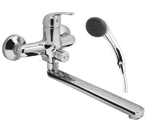 Riga RG 31 ХромСмесители<br>Смеситель Esko Riga RG 31 для ванной, с изливом 326 мм и встроенным механическим переключателем ванна/душ. В комплекте: эксцентрики, отражатели, душевая лейка, шланг, настенный держатель.<br>