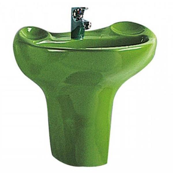 Arkitekt 6037B032-0001 ЗелёныйРаковины<br>Раковина Vitra Arkitekt Frog 56 6037B032-0001 в форме лягушки зеленого цвета, на литом полупьедестале, с переливом, подвесная.<br>Материал: керамика (Fine Fire Clay).<br>Глазированное покрытие. <br>Долгий срок службы и высокий уровень гигиены.<br>Качественная шлифовка поверхности.<br>Тест на отсутствие микротрещин: 100%.<br>Монтаж: крепление к стене.<br>Простота в уходе.<br><br>В комплекте поставки:<br>чаша умывальника.<br><br>