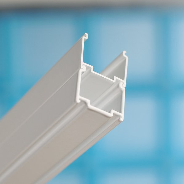 BLNPS  lesk (блестящий алюминиевый)Комплектующие<br>Регулирующий профиль Ravak Blix BLNPS. Расширение на 20 мм в обе стороны. Высота: 1900 мм. Материал: анодированный толстостенный алюминий, окрашенный.<br>
