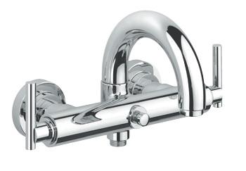 Atrio 25011000 ХромСмесители<br>Смеситель для ванны Grohe Atrio 25011 аэратор, автоматический переключатель: ванна/душ, поворотный, трубкообразный излив с ограничителем поворота, без душевого гарнитура, с рукояткой Jota, скрытые S-образные эксцентрики, с рукояткой Jota. Цвет: хром.<br>