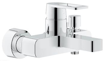 Quadra 32638000 ХромСмесители<br>Смеситель однорычажный Grohe Quadra 32638000 для ванны с душем. В комплект поставки входит ограничитель расхода воды, встроенный обратный клапан для защиты от обратного потока. Керамический картридж 46 мм. Переключатель воды ванна/душ - рычаг полуавтоматический.<br>