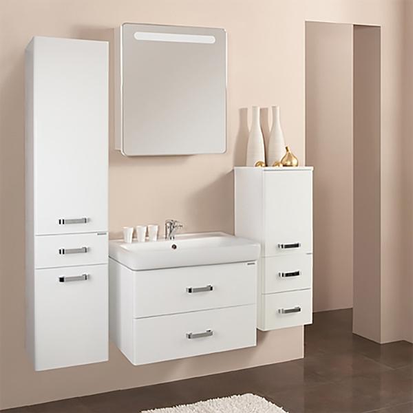Америна 70 Черная глянцеваяМебель для ванной<br>Тумба под раковину Акватон Америна 70 1A137601AM950.<br>Лаконичная и стильная модель с двумя выдвижными ящиками.<br>Особенности:<br>Нижний ящик - широкий и вместительный. Он предназначен для хранения крупных предметов. В верхнем ящике устроена удобная организация пространства, позволяющая хранить мелкие вещи.<br>Вместительные ящики, рассчитанные на нагрузку до 25 кг.<br>Направляющие нижнего крепежа обеспечивают жесткое и надежное крепление ящиков.<br>Плавный ход ящиков со встроенными доводчиками. <br>Организовано нижнее подключение труб водоснабжения и канализации. <br>Корпус выполнен из ДСП с ламинированным покрытием, обладает повышенной влагостойкостью и сопротивляемостью износу, не выделяет вредных испарений, хорошо выдерживает воздействие бытовых химических средств, за исключением абразивных материалов и едких веществ и жидкостей. Фасадные детали изготавливаются из МДФ с пятислойной покраской.<br>