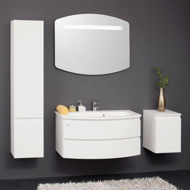 IMAN 100 БелаяМебель для ванной<br>Тумба с раковиной Kolpa San IMAN 100 подвесная.<br>Изящная белоснежная тумба с двумя ящиками. Великолепное решение для просторной ванной комнаты с современным дизайном. Безупречное качество подтверждено европейским сертификатом. <br>Тумба:<br>Габариты: 100x50x50 см. <br>Каркас и фасад изготовлены из ДСП с покрытием пленкой. <br>Гладкая поверхность. <br>Влагостойкие клеи и угловые ленты. <br>Два выдвижных ящика. <br>Мягкое открытие и закрытие ящика благодаря доводчикам европейского качества. <br>Цвет: белый.<br>Раковина:<br>Материал: литьевой мрамор. <br>Со сливом-переливом. <br>С одним отверстием под смеситель.<br>Цвет: белый.<br>В комплекте поставки: тумба, раковина.<br>