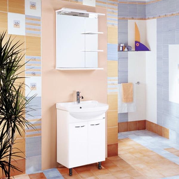 Классик 55 БелаяМебель для ванной<br>Напольная тумба под раковину Onika Классик 55 105504 с двумя распашными дверцами. Надежная работа подвижных механизмов благодаря тщательно подобранной качественной фурнитуре. Мебель сертифицирована в соответствии с требованиями Российского законодательства. Предназначена для использования в ванных комнатах с повышенной влажностью.<br>Конструкция:                 <br><br>Цвет: белый.<br>Фасад: МДФ. Корпус: ЛДСП.<br>Фурнитура: хромированный металл.<br>Монтаж: напольный, три опоры.<br>Две передние ножки: хромированный металл, фиксированные.<br>Одна задняя ножка: пластик, регулировка по высоте до 5 см.<br>Отделение:<br>две распашные дверцы.<br><br>В комплекте поставки:<br><br>тумба.<br><br>