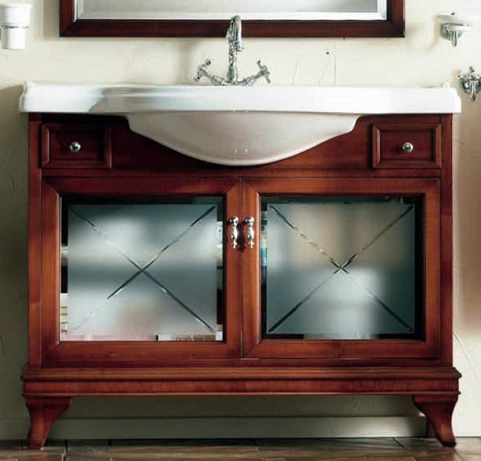 Marriot MPL105V Вишня/БронзаМебель для ванной<br>Тумба под раковину Labor Legno Marriot с двумя дверцами со стеклом и двумя небольшими выдвижными ящиками. Цвет вишня. фурнитура бронза.<br>