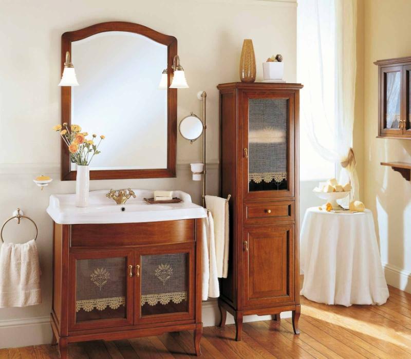 Victoria H0/11.DX Орех/БронзаМебель для ванной<br>Пенал для ванны Labor Legno Victoria с одним выдвижным ящиком и двумя правосторонними дверцами из массива дерева. Цвет орех, фурнитура бронза.<br>