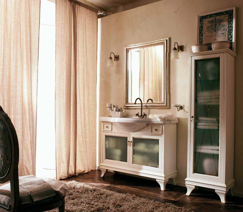 Marriot 105 Белый с патиной/БронзаМебель для ванной<br>Мебель для ванной Labor Legno, тумба Marriot MPL105VPAT с двумя распашными дверцами со стеклом и двумя ящичками, а также с раковиной MC105 с одним отверстием под смеситель105x51 см. Фасад белый с патиной, фурнитура бронза, раковина белый.<br>