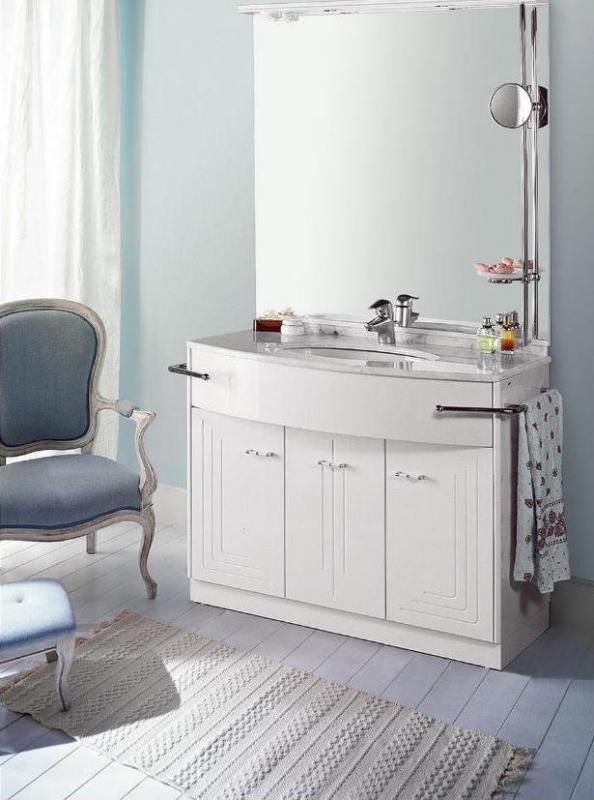 Paris 90 Бледно белый/хромМебель для ванной<br>Комплект мебели для ванной Labor Legno Paris, база под раковину с тремя дверцами, топ 950х580х20 мм с 1отверстием для смесителя, раковина 570 мм, зеркало со светильником 900х1050 мм, два палотенцедержателя (правосторонний и левосторонний), стойка для зеркала с зеркалом и мыльницей.<br>
