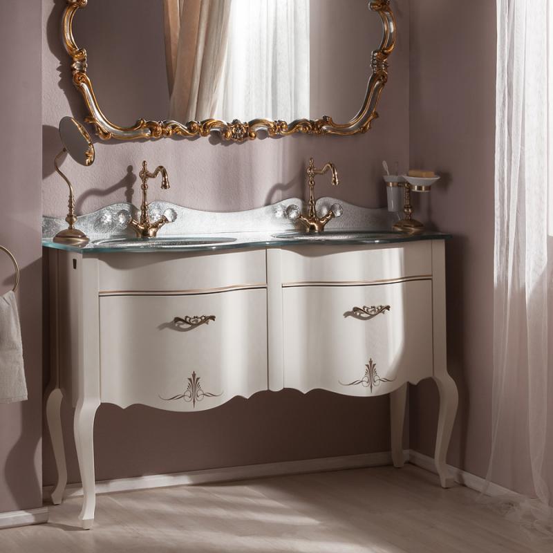 Бурже 140 BIANCO ANTICO (B 002)Мебель для ванной<br>Мебель для ванной Каприго Бурже 140. В стоимость входит тумба напольная под раковину. Размеры – 1350х950х460 мм. Отделка – BIANCO ANTICO. Варианты мебельных ручек – В 19, В 20В, В 20S.<br>