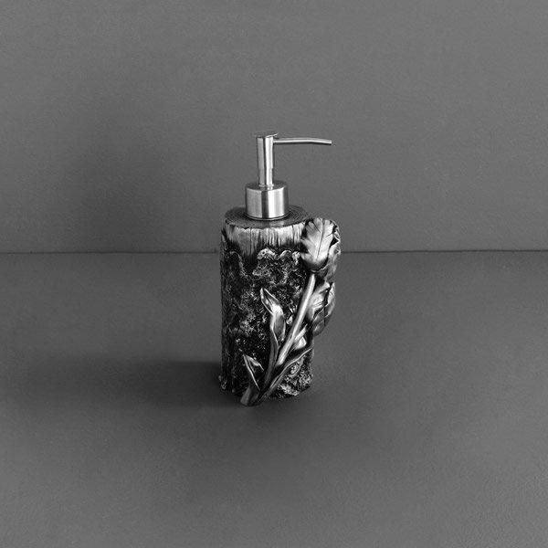 Tulip AM-0082A-T СереброАксессуары для ванной<br>Дозатор мыла Art&amp;Max Tulip AM-0082A-T напольный. Цвет изделия - серебро.<br>
