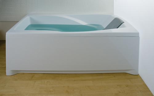 You 185 белая 185Ванны<br>Акриловая прямоугольная ванна Ravak You 185. Артикул C021000000. В базовой версии можно укомплектовать ванну классическим настенным смесителем. Обязательна установка на ванну You подголовника You. Система WarmFlow имеет основные компоненты: подголовник, заполнение WarmFlow и сточный комлект WarmFlow со скрытым переливом, который экономит теплую воду. При заполнении водой из под подголовника вода течет вдоль позвоночника и бёдер, мягко массажируя мышцы и улучшая кровообращение. Холодная вода из ванной автоматически выводится через слив ClickClack. Возможность комбинирования с передней панелью, мебелью, умывальником и аксессуарами RAVAK, Chrome. Для устранения монтажного зазора приобретайте декоративную планку и силиконовый герметик. В стоимость входит только ванна, дополнительное оборудование приобретается отдельно.<br>