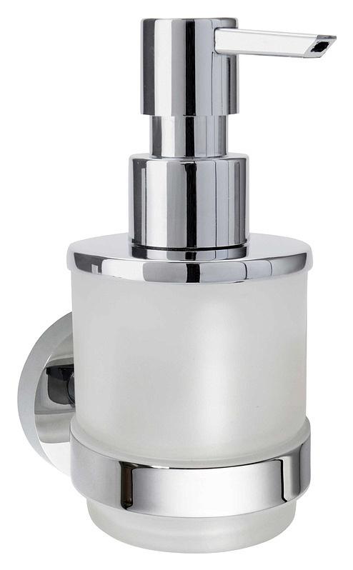 Omega 138709041 Хром/ПрозрачныйАксессуары для ванной<br>Дозатор для жидкого мыла Bemeta Omega 138709041. Материал латунь/стекло. Монтаж подвесной. Метод крепления шурупы. Ширина 7 см. Глубина 8 см. Высота 16 см. Объем 0.2 л. Цвет держателя хром, цвет дозатора прозрачный. Фактура держателя глянцевая, фактура дозатора матовая. Оснащен креплениями.<br>