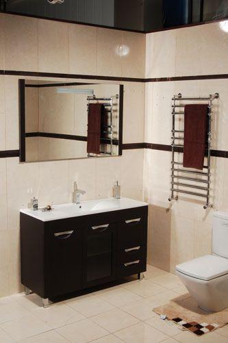 Орфей 120 на ножках ВенгеМебель для ванной<br>В стоимость входит тумба с раковиной Sanvit Орфей 120. Тумба на ножках с двумя распашными дверцами и двумя выдвижными ящиками, центральная дверца распашная со стеклянной вставкой, раковина керамика. Зеркало приобретается отдельно.<br>
