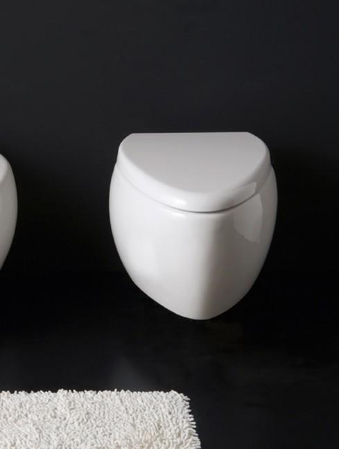 Moai 8604 БелыйУнитазы<br>Унитаз керамический Scarabeo Moai. В комплект поставки входит чаша унитаза.<br>
