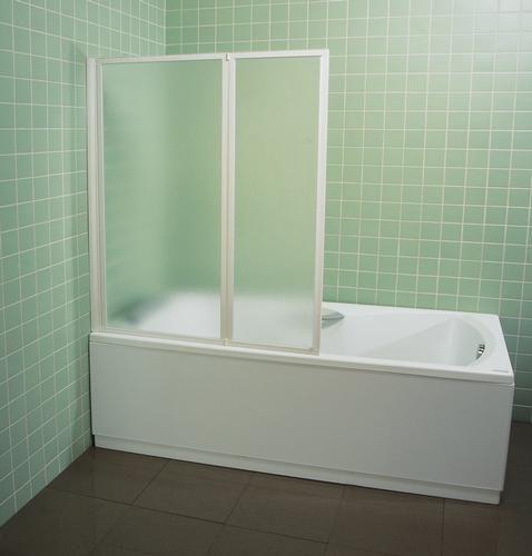 Behappy VS2 105 сатин+TransparentДушевые ограждения<br>Стеклянная шторка на ванну Ravak Behappy VS2 105 796M0U00Z1 двухсекционная, состоящая из двух подвижных частей, которые складываются внутрь. Левый или правый варианты входа получаются путем разворота изделия на 180°.<br><br>Витраж: прозрачный.<br>Цвет профиля: сатин.<br>Материал витража: безопасное стекло толщиной 3 мм.<br>Материал профиля: алюминий.<br><br>