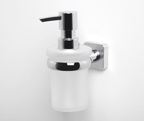 Lippe K-6599 ХромАксессуары для ванной<br>Wasser Kraft Lippe К-6599 дозатор для жидкого мыла стеклянный. Цвет - хром. Для изготовления дозатора используется металл (носик дозатора изготовлен из латуни, не подвержен коррозии и предназначен для использования в помещениях с повышенной влажностью). Хромоникелевое покрытие, устойчивое к потускнению, легко очищается и придает аксессуарам зеркальный блеск.Уплотнительные пластиковые кольца из металла и стекла предназначены для надежного соединения. Матовое стекло.<br>