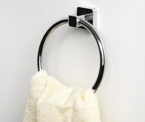Lippe K-6560 ХромАксессуары для ванной<br>Wasser Kraft Lippe К-6560 держатель полотенец кольцо. Цвет - хром. Для изготовления держателя используется металл. Хромоникелевое покрытие, устойчивое к потускнению, легко очищается и придает аксессуарам зеркальный блеск.Уплотнительные пластиковые кольца из металла и стекла предназначены для надежного соединения.<br>
