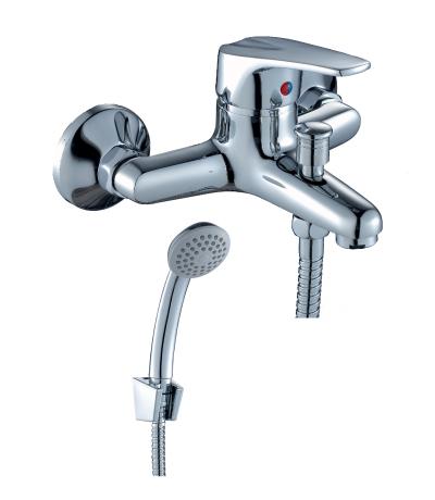 D40-31 ХромСмесители<br>Смеситель Rossinka D40-31 для ванны.  Пластиковый аэратор с функцией легкой очистки, керамический картридж 40 мм, кнопочный переключатель. Аксессуары в комплекте (шланг 1,5 м, настенное крепление, 1-функциональная лейка с функцией легкой очистки) Присоединительная группа (эксцентрики с отражателями) для вертикального крепления.<br>