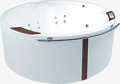 Atlantyda 160 Effects NaviВанны<br>Ванна Pool Spa серия Atlantyda, в комплект входит: ванна и рама.<br>Электронное управление. Двухсторониий водонепроницаемый пульт:<br>– 3 кнопки на одной стороне пульта (запускающие подготовленные программы «Pro Relaxation», «Skin Beauty» и «Body Regeneration»).<br>– 4 кнопки с другой стороны пульта (возможность самостоятельной установки водного и воздушного массажа, а также хромотерапии).<br>– Индикатор температуры (выполнен лазерной печатью на кромке ванны) с цветными светодиодами, указывающими температуру воды в ванне.<br>Водный массаж:<br>&amp;#8722; ротационные форсунки для спины.<br>&amp;#8722; ротационные форсунки для стоп (в ваннах с круглыми форсунками).<br>– направленные форсунки для стоп (в ваннах с квадратными форсунками).<br>&amp;#8722; боковые форсунки с возможностью регулировки направления водной струи. <br>– пульсационный массаж.<br>&amp;#8722; датчик уровня воды.<br>&amp;#8722; защита от сухого запуска насоса.<br>&amp;#8722; отвод воды после купания из системы водного массажа.<br>– функция TURBO – усиление водного массажа воздухом из воздушного компрессора).<br>Воздушный массаж:<br>– система воздушных каналов в ванне.<br>– воздушный компрессор с подогревом.<br>– автоматическое озонирование воды.<br>– электронная регулировка силы воздушного массажа.<br>– пульсационный массаж.<br>– отвод воды после купания из системы воздушного массажа.<br>– автоматическая просушка системы аэромассжа теплым воздухом после купания.<br>– автоматическая продувка воздушных каналов через каждые 24 часа.<br>Хромотерапия. Запрограммированное максимальное время купания 30 минут.<br>