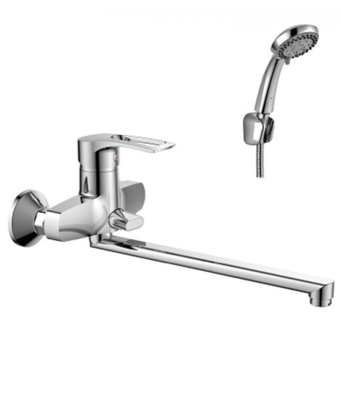 T40-32 ХромСмесители<br>Смеситель для ванны Rossinka T40-32 с длинным изливом 350мм оснащен пластиковым аэратором с функцией легкой очистки (аэратор экономит расход воды, уменьшает уровень шума и снижает количество брызг при использовании смесителя).<br>