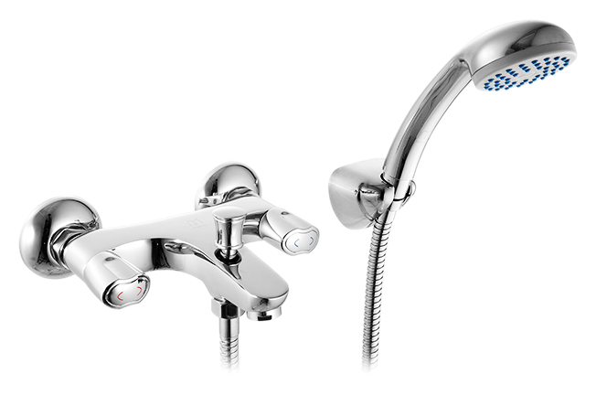 Cortes CORSB00M02 хромСмесители<br>Смеситель для ванны Milardo Cortes CORSB00M02 с душевым гарнитуром, из латуни высокого качества ГОСТ 17711-93 и с многослойным, стойким к истиранию никель-хромовым покрытием корпуса. Съемный пластиковый аэратор обеспечивает ровную струю, мягкий и экономичный поток воды. Долговечные керамические кран-буксы с углом поворота 180 градусов. Фиксируемый переключатель ванна/душ. Названная в честь южноамериканского моря, коллекция Cortes выделяется необычным дизайном ручек, повторяющим его симметрично изогнутую форму. Основания смесителей также отличаются оригинальным силуэтом, в котором чувствуется влияние орнаментов, традиционных для древних ацтеков, прародителей мексиканцев, которые дали морю его имя. Цена указана за смеситель, душевую лейку, шланг из нержавеющей стали и настенный держатель. Все остальное приобретается дополнительно.<br>