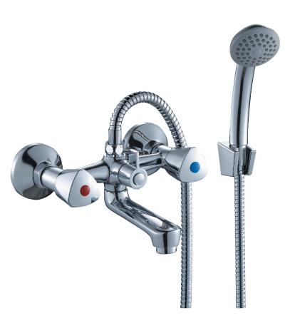 M02-81 ХромСмесители<br>Смеситель Rossinka M02-81 для ванны. В комплекте: Пластиковый аэратор с функцией легкой очистки, керамические вентильные головки, переключатель с керамическими пластинами. Аксессуары в комплекте (шланг 1,5 м, настенное крепление, 1-функциональная лейка с функцией легкой очистки) Присоединительная группа (эксцентрики с отражателями) для вертикального крепления, пластиковые рукоятки<br>