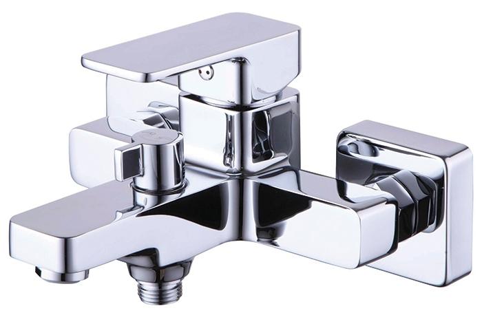Urban URBSB02i02 ХромСмесители<br>Смеситель Iddis Urban URBSB02i02 для ванной и душа. В комплекте душевая лейка, шланг, держатель.<br>
