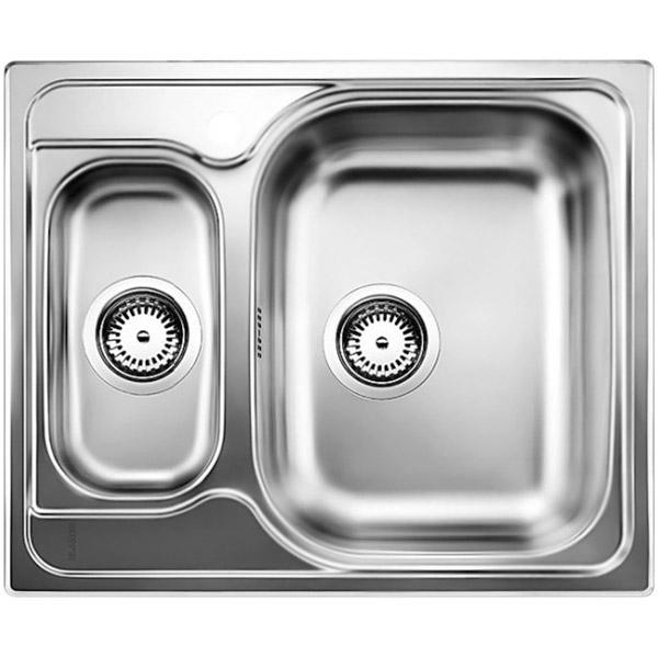 Tipo 6 Матовая стальКухонные мойки<br>Оборачиваемая кухонная мойка Blanco Tipo 6 511949 из нержавеющей стали, с объемной большой чашей и с вместительной дополнительной чашей.<br>Конструкция:<br><br>Универсальная ориентация: большая чаша слева или справа.<br>Материал: высококачественная нержавеющая сталь.<br>Поверхность: матовая полировка.<br>Устойчивость к коррозии, высоким температурам и кислотам.<br>Стойкость образованию пятен и выцветанию.<br>Легкость в очистке, безопасность и гигиеничность.<br>Монтаж: встраиваемый сверху или в один уровень под столешницу.<br>Совет по ширине тумбы под мойку: 60 см.<br>Рекомендации по монтажу: учитывать ширину пристенного канта.<br><br>В комплекте поставки:<br><br>чаша мойки;<br>отводная арматура с двумя корзинчатыми вентилями 3 1/2.<br><br>