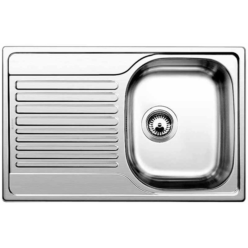 Tipo 45 S Compact Нержавеющая стальКухонные мойки<br>Кухонная мойка Tipo 45 S Compact 513442.<br>Изготовлена из нержавеющей стали с полированным покрытием. Материал невероятно прочен, не боится царапин и бытовых повреждений, устойчив к бытовым кислотам и абсолютно безопасен для продуктов.<br>Глубокая и просторная чаша удобна для мытья крупной посуды.<br>Функциональное крыло подойдет для использования в качестве дополнительной рабочей поверхности.<br>Оборачиваемая чаша: установка возможна как слева, так и справа.<br>Монтаж: <br>Врезной, под столешницу.<br>Для установки в шкаф шириной от 45 см.<br>Размеры монтажного отверстия: 48,2x76,2 см.<br>В случае установки мойки возле стены или пенала нужно учитывать ширину пристенного канта.<br>В комплекте поставки: мойка, отводная арматура с корзинчатым вентилем.<br>
