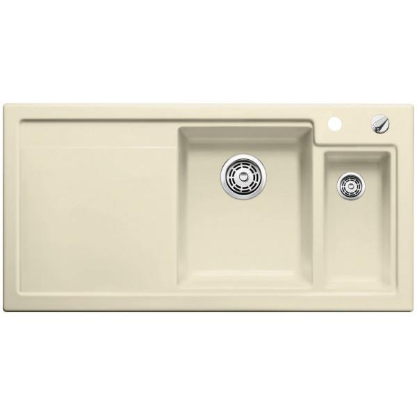 Axon II 6 S R Серый алюминийКухонные мойки<br>Кухонная мойка Blanco Axon II 6 S 524145, чаша справа. Цвет: серый алюминий.<br>Изготовлена из качественной керамики. Материал невероятно прочен, не боится царапин и бытовых повреждений, устойчив к бытовым кислотам и абсолютно безопасен для продуктов.<br>Специальное покрытие PuraPlus делает мойку приятной на ощупь и очень гладкой. Загрязнения не задерживаются на поверхности, легко убираются влажной тканью.<br>Глубокая и просторная чаша удобна для мытья крупной посуды.<br>Дополнительная чаша.<br>Функциональное крыло подойдет для использования в качестве дополнительной рабочей поверхности.<br>Коландер из нержавеющей стали.<br>Разделочная доска из безопасного стекла серебристого цвета.<br>Клапан-автомат для автоматического отвода воды из чаши мойки.<br>Монтаж: <br>Врезной, вровень со столешницей.<br>Для установки в шкаф шириной от 60 см.<br>Размеры монтажного отверстия: 48.8x97.7 см.<br>В случае установки мойки возле стены или пенала нужно учитывать ширину пристенного канта.<br>В комплекте поставки: мойка, отводная арматура InFino с корзинчатым вентилем, перелив C-overflow, набор крепежей.<br>