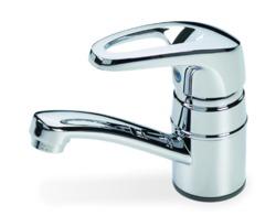 Safira 1015 ХромСмесители<br>Смеситель для раковины Oras Safira 1015, однорычажный. Поворотный излив, встроенные опции ограничения температуры и напора воды, расход воды 12 л/мин, шаровый картридж. Двухкомпонентная прочная рукоятка обеспечивает удобство использования.<br>
