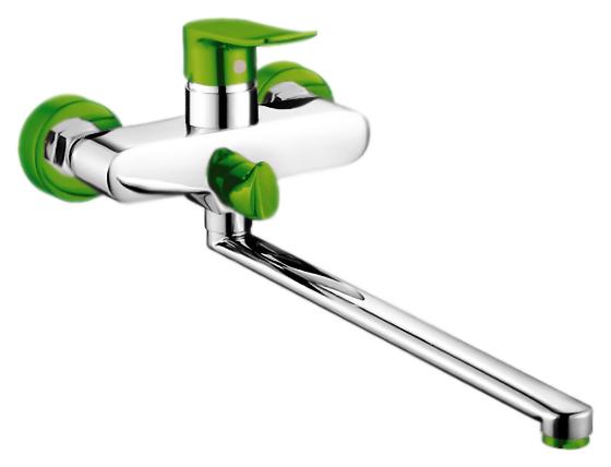 P2232-11 хром/зеленыйСмесители<br>Смеситель для ванны Potato P2232-11 с душевым гарнитуром. Длинный поворотный излив 350 мм. Керамический картридж 35 мм. Переключатель ванна/душ. Длина шланга 1500 мм. Цена указана за смеситель, шланг, душевую лейку, держатель для лейки и комплект крепления. Все остальное приобретается дополнительно.<br>