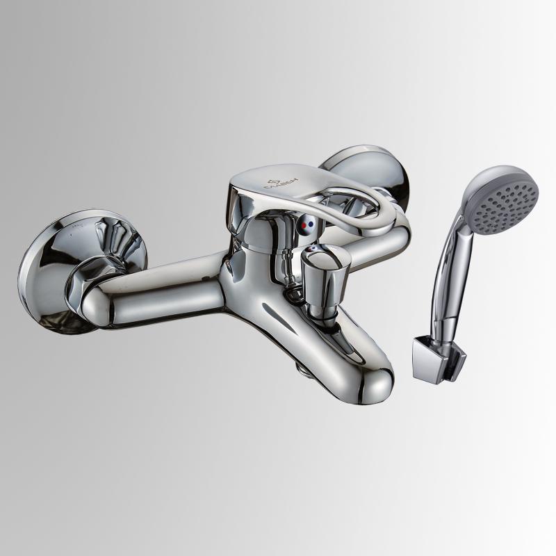 СЛ-ОД-Б30 ХромСмесители<br>Смеситель для ванны с коротким литым изливом, серии дача. Монтажная группа для вертикального крепления: эксцентрики из латуни - 2 шт.., отражатели из нержавеющей стали хромированные - 2 шт. Шланг душевой , L=1500 мм. Лейка душевая однофункциональная.<br>