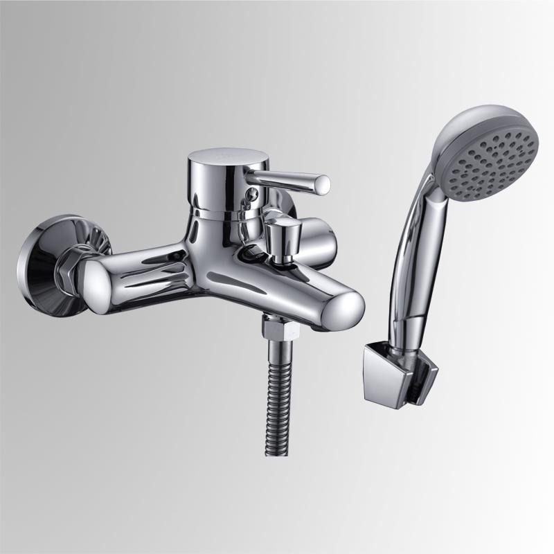 СЛ-ОД-Д30 ХромСмесители<br>Смеситель Город для ванны с коротким литым изливом, переключатель кнопочный, с аксессуарами, хром. Шланг душевой, L=1500 мм. Лейка душевая однофункциональная. Настенное крепление для душевой лейки. Пластиковый аэратор с монетарным креплением. Картридж с керамическими дисками &amp;#216; 35 мм. Угол поворота 100 градусов.<br>