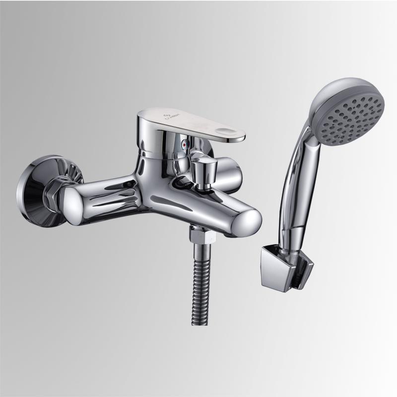 СЛ-ОД-Л30 ХромСмесители<br>Смеситель для ванны с коротким литым изливом, переключатель кнопочный, с аксессуарами, хром. Шланг душевой,  L=1500 мм.  Лейка душевая однофункциональная. Настенное крепление для душевой лейки. Пластиковый аэратор с монетарным креплением. Картридж с керамическими дисками  &amp;#216; 40 мм.<br>